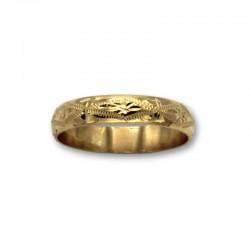 Alianza labrada a mano de oro