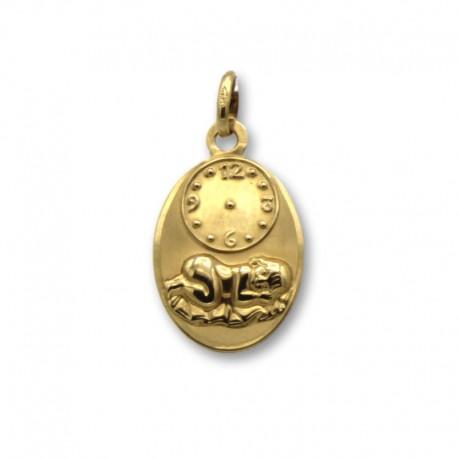 Medalla de oro con forma ovalada con reloj y niño