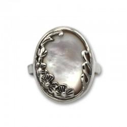 Anillo de plata con nácar oval